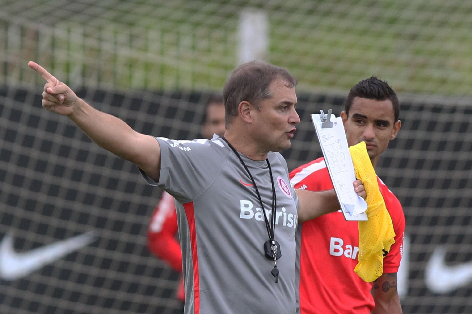 af6a81d990 Inter terá time reserva contra o Atlético-PR na estreia do Brasileirão