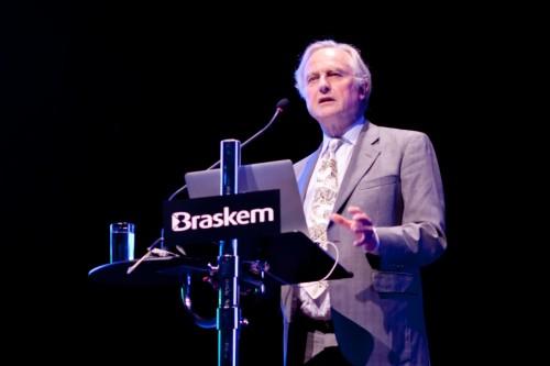 Professor explica a evolução por meio de uma visão centrada no gene. (Foto: André Wofchuk)