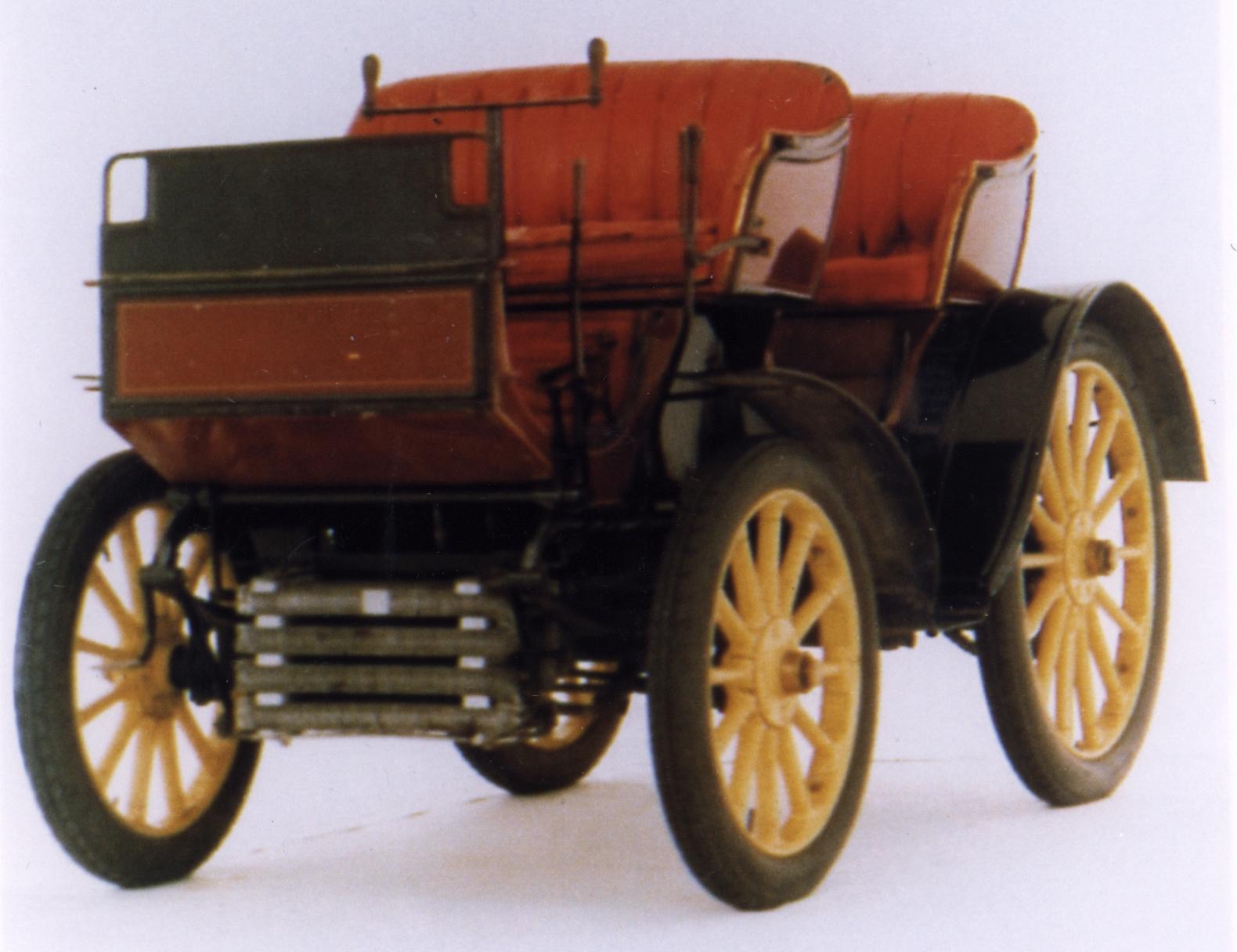 O Peugeot Type 15 foi o primeiro carro a circular no Brasil Foto: Divulgação