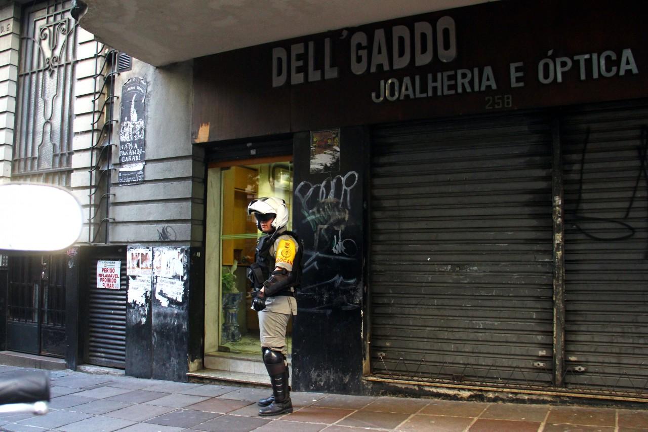 a19eed7edaf Parte dos cerca de 30 mil reais roubados foram recuperados. (Foto  Jackson  Ciceri