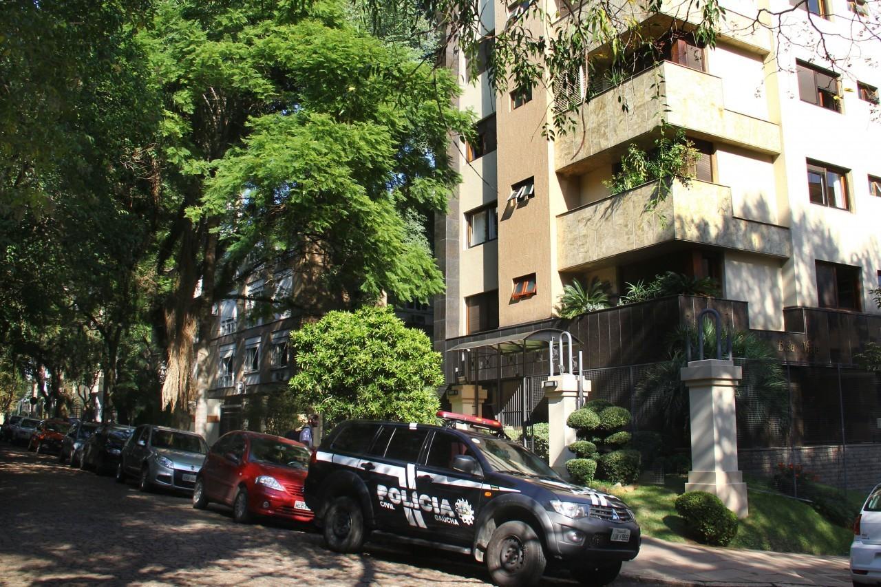 ba87116f00f Quadrilha invade condomínio de alto padrão em bairro nobre de Porto Alegre  e rouba pertences de moradores