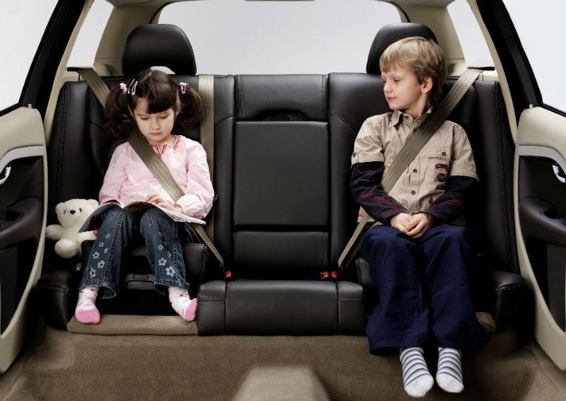Marca sueca criou assento infantil integrado ao banco traseiro em 1990. Foto: Divulgação