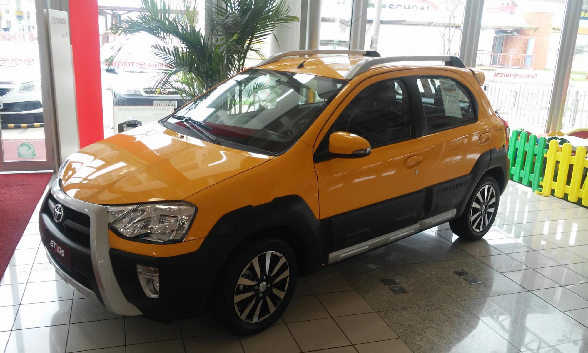 Modelo Etios chegou ao mercado brasileiro em 2012, nas versões hatch e sedan. Fotos: Divulgação