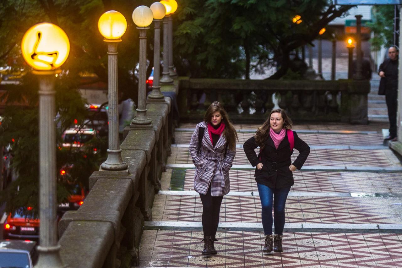 Resultado de imagem para pessoas no inverno Porto Alegre