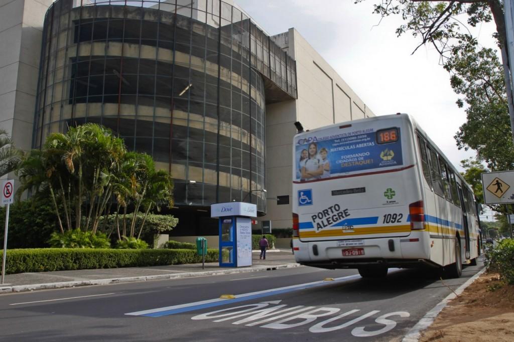 Faixa exclusiva para ônibus na avenida Praia de Belas (Foto: Joel Vargas/PMPA)