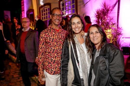 Robson Lima, Thais Petzhold e Claudia Deben acompanharam a apresentação do evento de teatro. (Foto:  Vini Dalla Rosa/divulgação)