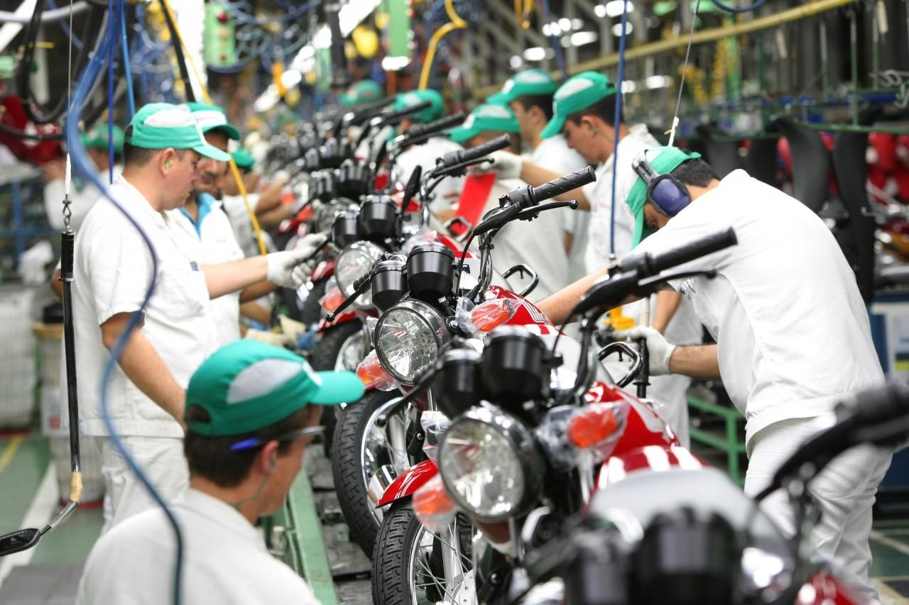 Abraciclo produção de motocicletas