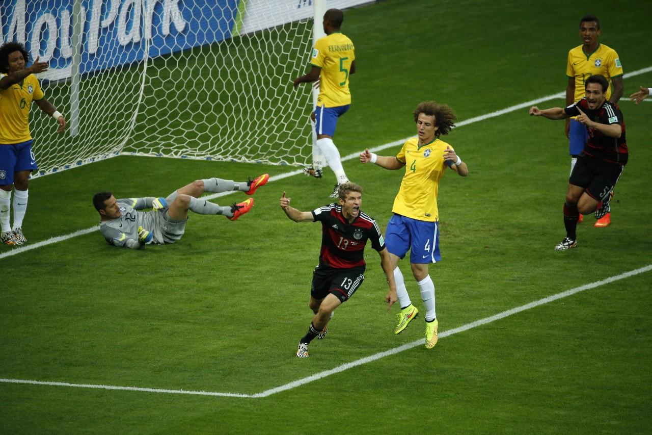 Comemoração dos alemães no Mineirão. Era outro gol dos europeus. (Foto: AFP)