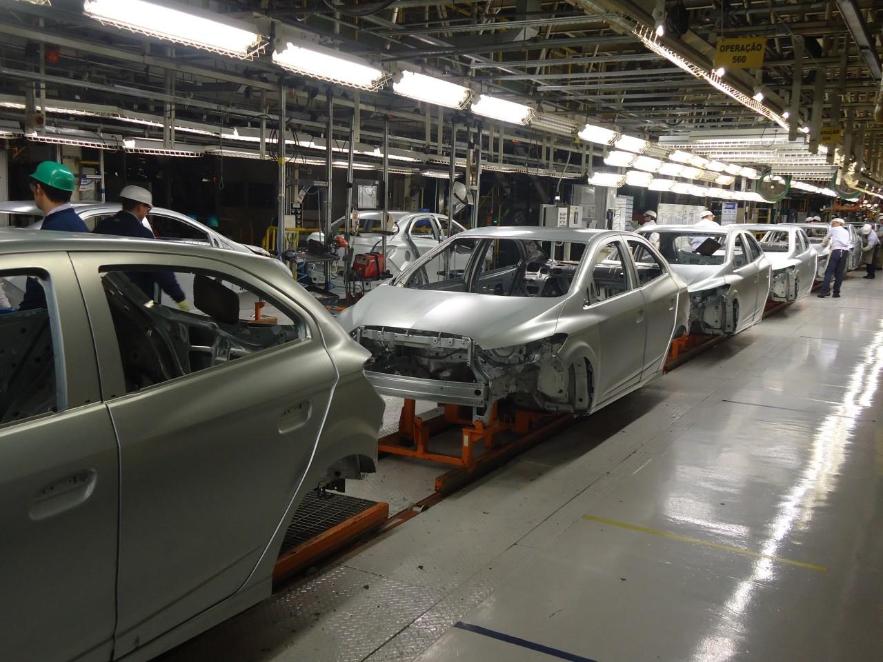Linha de produção GM fábrica de Gravataí 2015