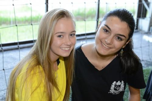 Luana Hickman e Lívia Pestana divertiram-se na tarde esportiva.  (Foto: Vanessa Capra/especial)