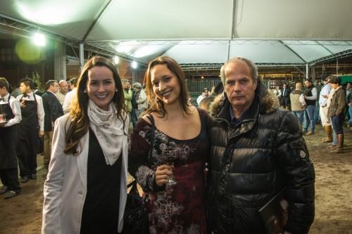 Victória Vendramin, Maria Amélia Duarte Flores e Jayme Monjardim. (Foto: Giovani Vieira/divulgação)