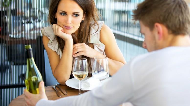 Conversa e humor já são fatores mais importantes do que beleza em encontro. Crédito: Reprodução