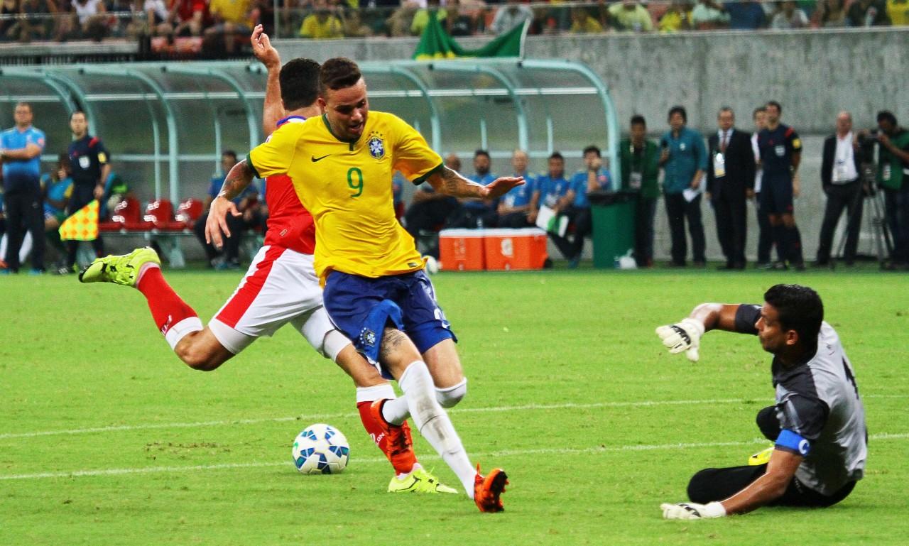Com gols de Luan e Valdívia e0eb869f176b0