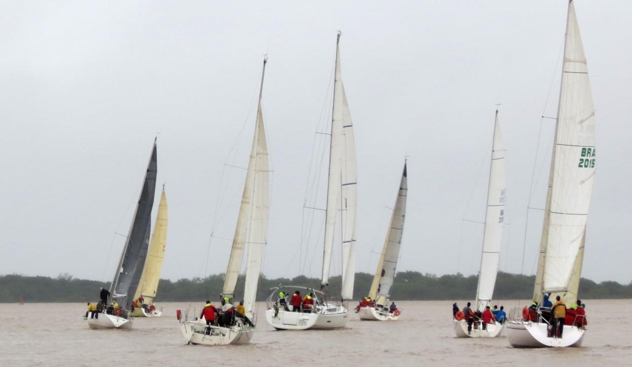 Competidores puderam ver de perto a cheia histórica do Lago Guaíba. (Foto: Ane Meira Mancio/Veleiros do Sul)