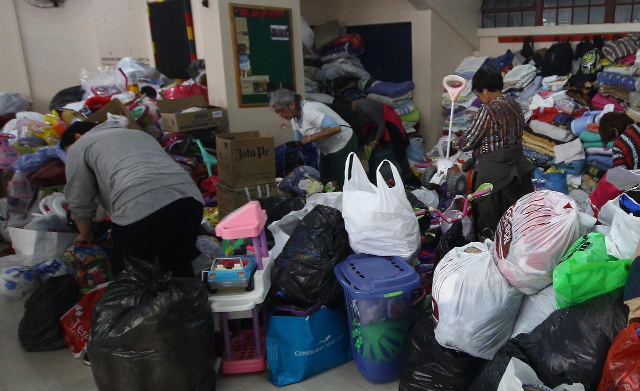 Dupla Gre-Nal se mobiliza para ajudar desabrigados das enchentes no RS ac8bc13064d