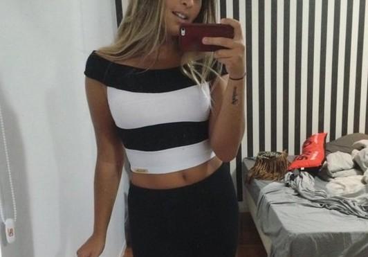 1860747c7 Filha de Romário coloca foto com a barriguinha de fora na internet e  arranca elogios