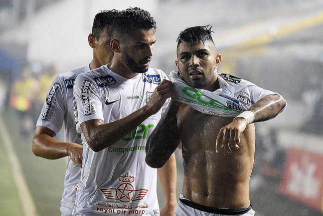 Gabriel (D) marcou o gol da vitória santista. (Foto: Ivan Storti/ Santos FC)