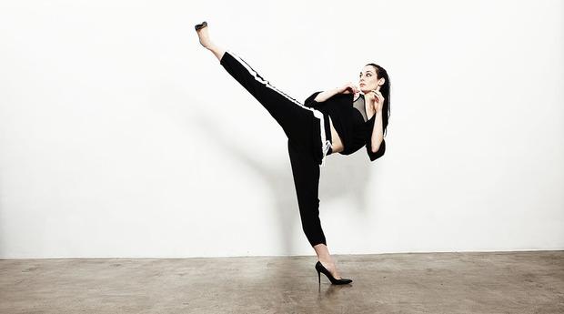 Sapatos de salto podem ajudar as mulheres a evitar agressões. Crédito: Reprodução