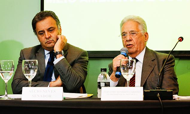 Aécio Neves e o ex-presidente Fernando Henrique Cardoso em evento promovido por fundação tucana. (Foto: Reprodução)