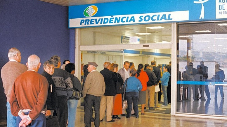 Com a previsão de elevar o teto previdenciário, as outras faixas salariais também serão mexidas a partir de 2016. (Foto: Gustavo Roth/Folha Imagem)