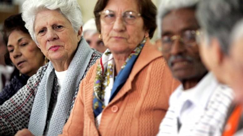 Conforme projeções do IBGE, entre 2000 e 2060, a proporção populacional ativa, com idades entre 15 anos e 64 anos, e idosos, cairá de 9,3 para 2,3. Ou seja, serão 2,3 atuantes para cada aposentado no Brasil. (Foto: Nilton Fukuda/AE)