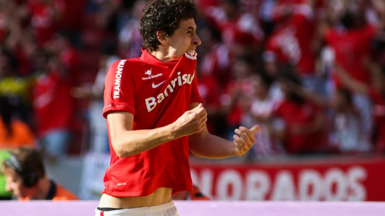 Rodrigo Dourado fez a jogada que resultou no gol colorado. (Foto: Marcos Cunha/Agência Freelancer)