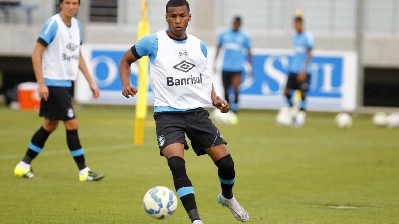 Zagueiro sentiu lesão no pé e foi liberado para tratamento no Equador. Permanência para 2016 é incerta. (Foto: Lucas Uebel/Grêmio)
