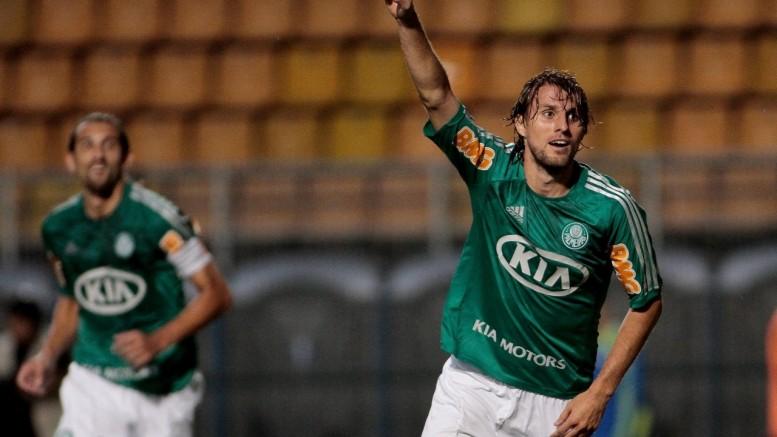 Grêmio ainda tenta trazer zagueiro ex-Palmeiras. (Foto: Rodrigo Coca/Fotoarena/Folhapress)