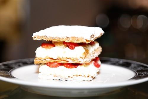 A cobertura de creme com morangos é uma das especialidades da Presstisserie. (foto: Lenara Petenuzzo/especial)