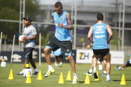Comissão técnica tem exigido muito dos atletas gremistas. (Foto: Lucas Uebel/Grêmio)