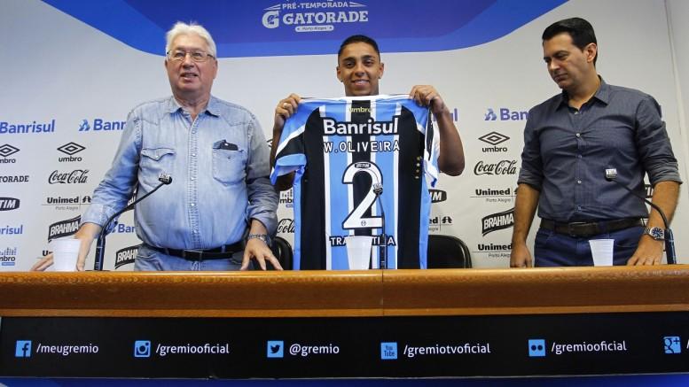 Lateral vestirá a camisa 2 gremista. (Foto: Lucas Uebel/Grêmio)