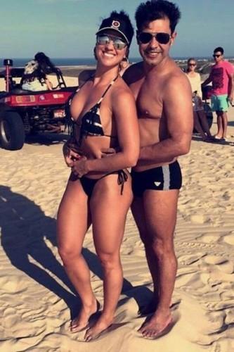 Graciele Lacerda exibe o corpão ao lado do namorado, Zezé Di Camargo. (Foto: Reprodução)