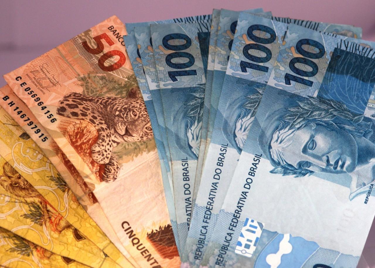 Envio de dinheiro  ao exterior  até  20 mil reais perde isenção de imposto