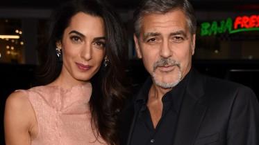 Clooney contou que mostrou incredulidade antes de ficar de joelhos e se declarar. (Foto: Reprodução)