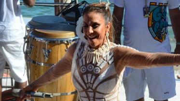 Ivete Sangalo sobe no trio para segundo dia do carnaval. (Foto/Reprodução)