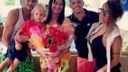 Em sua conta no Instagram, Neymar pai publicou uma foto do craque ao lado de familiares, comemorando a rejeição da denúncia do MPF. (Foto: Reprodução)