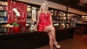 Ângela Bismarchi lançou livro que aborda aventuras eróticas. Foto: Reprodução