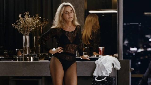 Bruna Lombardi de lingerie em cena do filme Amor em Sampa