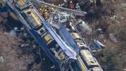 Imagem aérea mostra composições após a colisão  na Alemanha. (Foto: Reprodução)