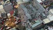 Cento e quatorze corpos foram encontrados entre os escombros de um edifício. (Foto: Reprodução)
