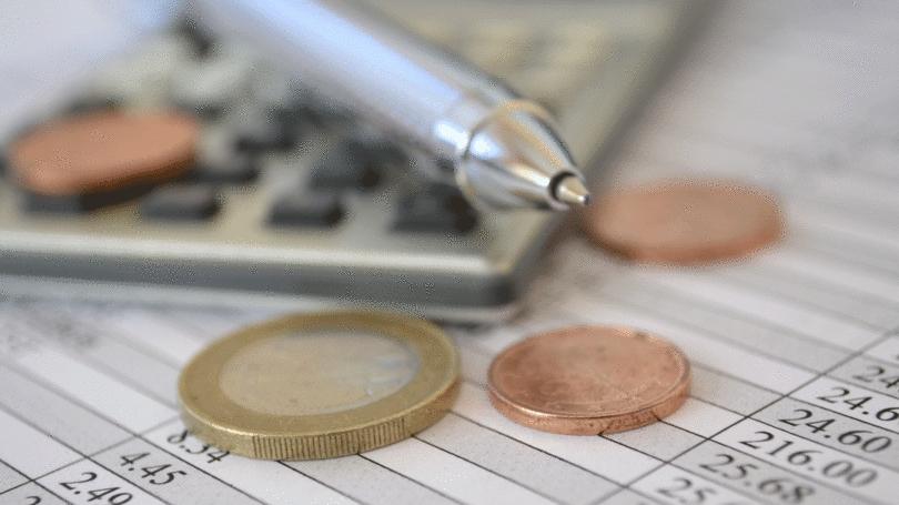 O maior desafio é a falta de hábito (45%), seguida pelo fato de não terem renda mensal fixa (19%) (Foto: Reprodução)