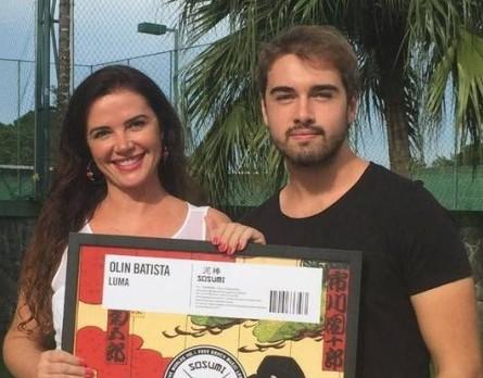 Olin Batista com a mãe, Luma de Oliveira.