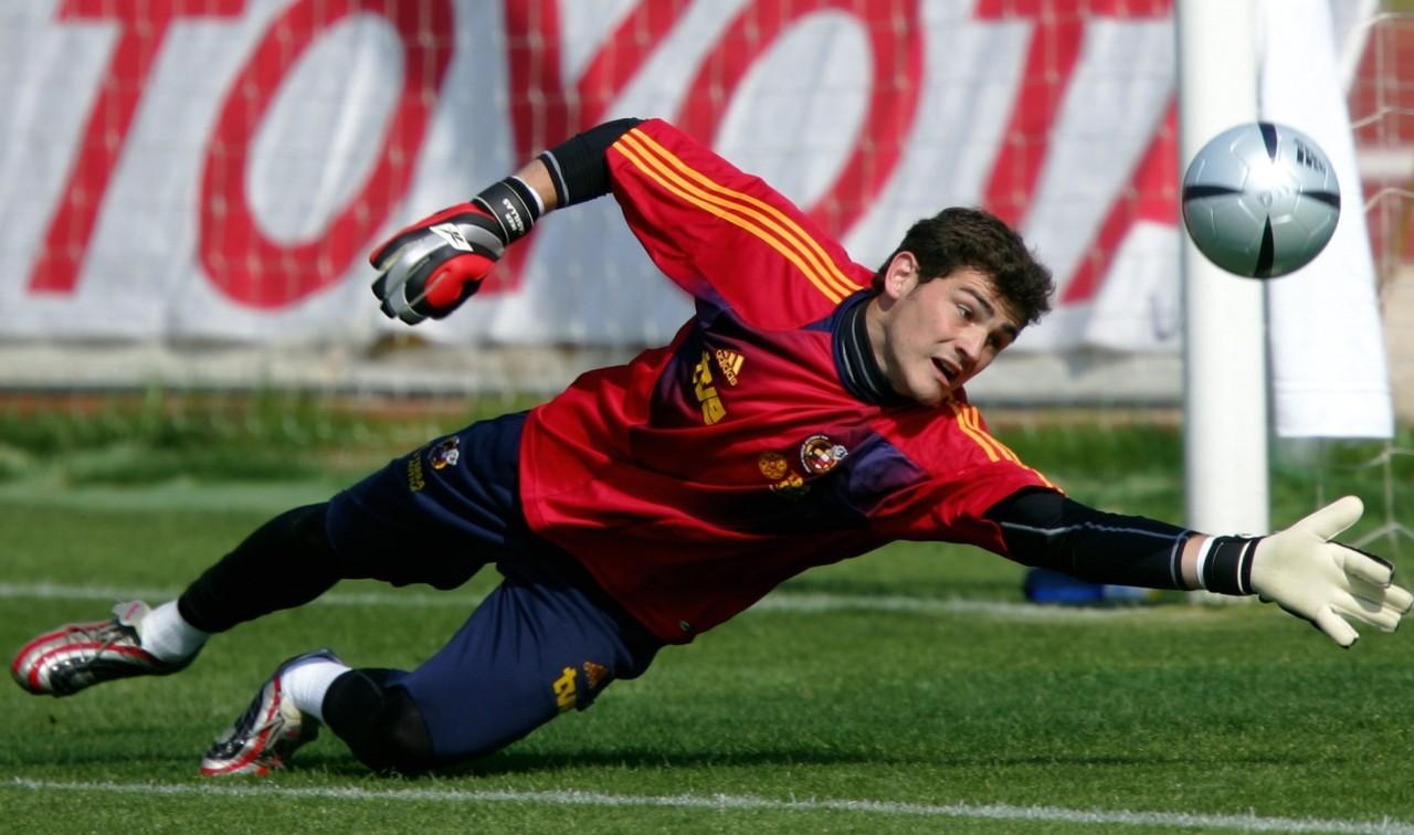 cf96ea1269 Com recorde de Casillas