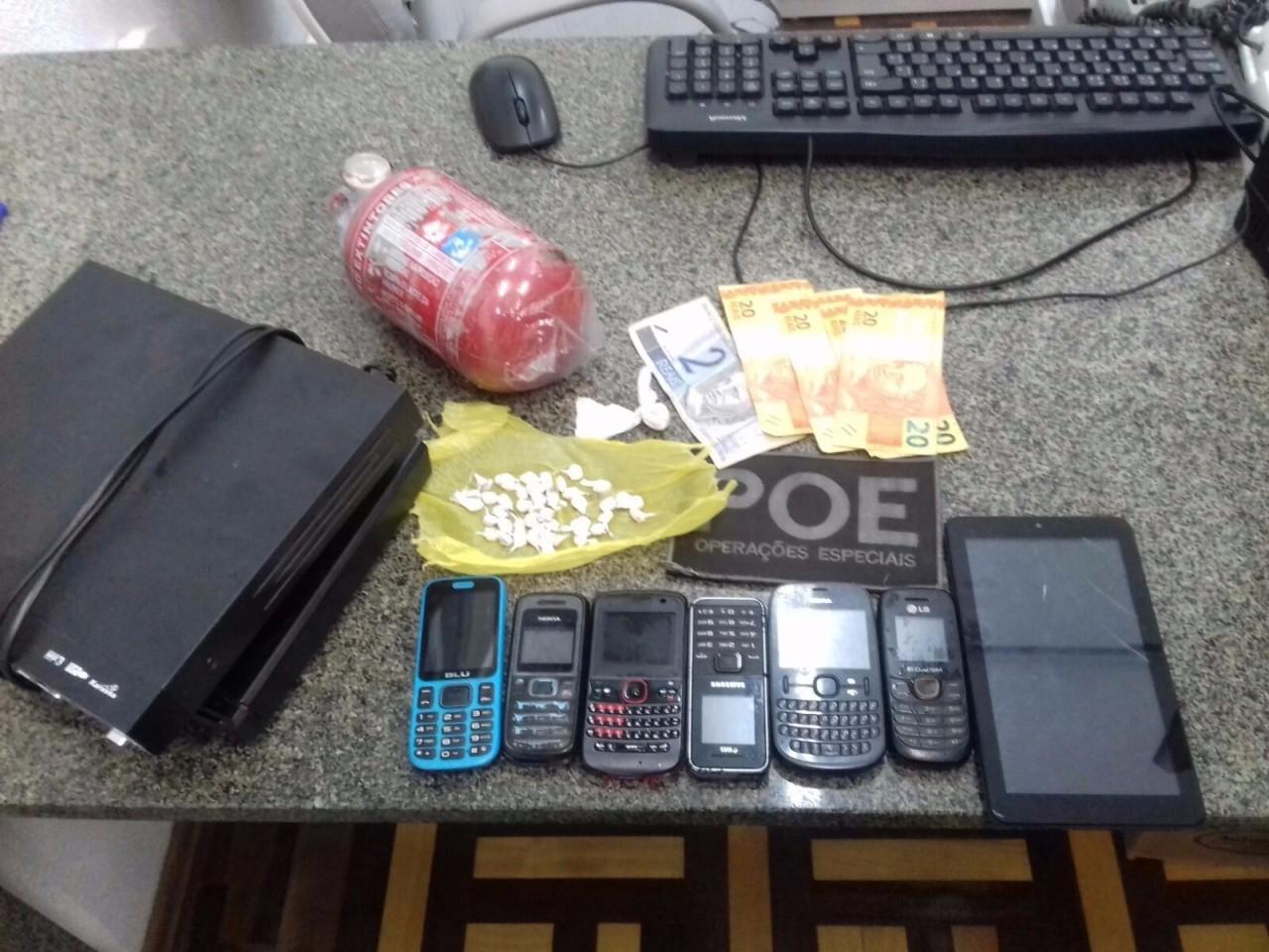 Celulares, drogas e demais objetos roubados encontrados em casa de suspeita em Novo Hamburgo