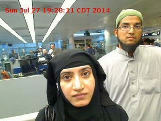 Imagem de arquivo mostra Tashfeen Malik e Syed Farook, atiradores de San Bernardino, no aeroporto de Chicago