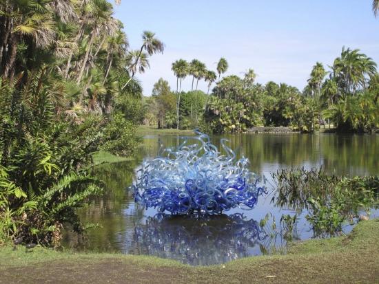 Villa Vizcaya conta com jardins e lagos. (Crédito: Reprodução)