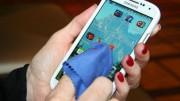 Tela de um celular pode ter até 30 vezes mais microrganismos que uma tampa de vaso sanitário limpa. (Crédito: Reprodução)