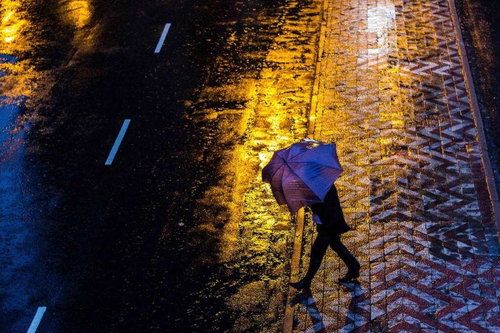 Chuva forte atingiu Porto Alegre e cidades do interior na noite de quinta-feira e na madrugada de sexta (Foto: Jackson Ciceri/O Sul)