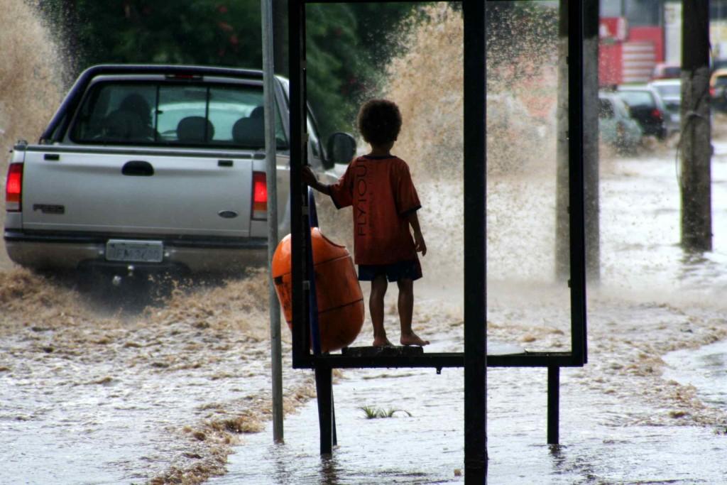 Capital gaúcha amanheceu sob forte chuva (Foto: Jackson Ciceri/O Sul)
