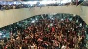 Manifestantes dentro do parlamento do Iraque. (Foto: Reprodução)